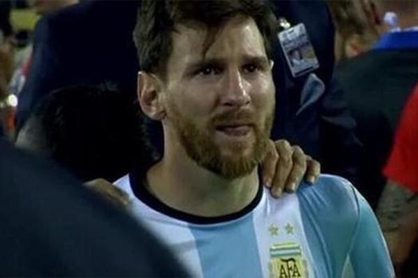 十大足球失误瞬间!梅西的流泪让世界伤心!