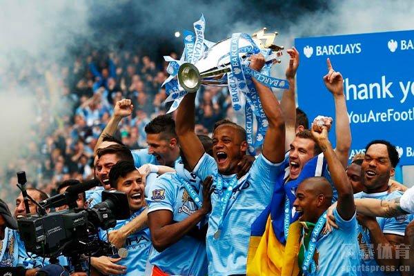 曼城在18/19赛季从利物浦手中夺走联赛冠军