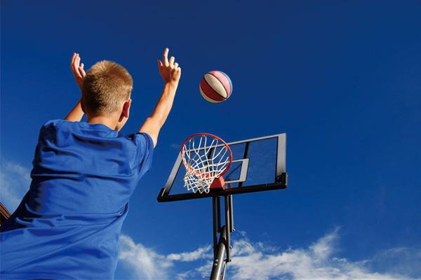篮板高度是多少?篮板上沿高度有人能摸到吗?