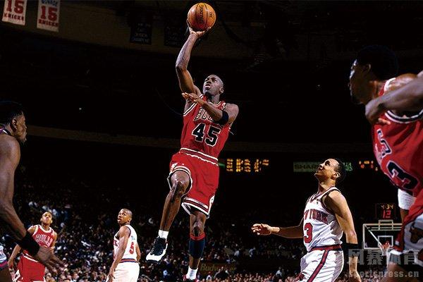 """""""篮球之神""""乔丹身体天赋历史顶级"""