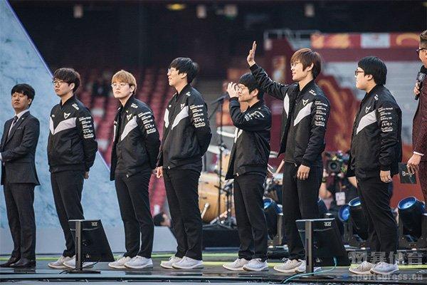 SSG战胜SKT捧起S7全球总决赛冠军