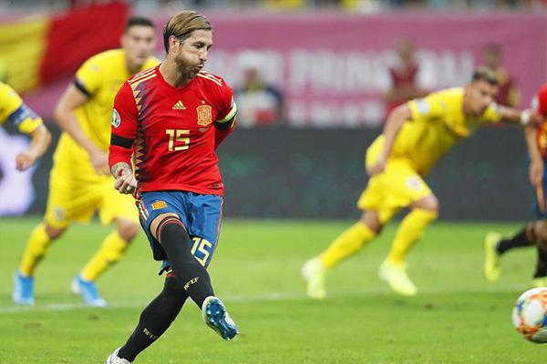 拉莫斯身为皇马和西班牙的双重队长,他若不参加西班牙队必受到打击