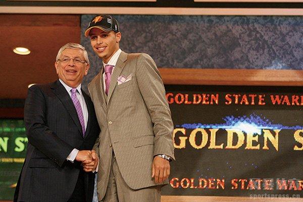 <b>回顾2009年NBA选秀 库里哈登双子星闪耀</b>