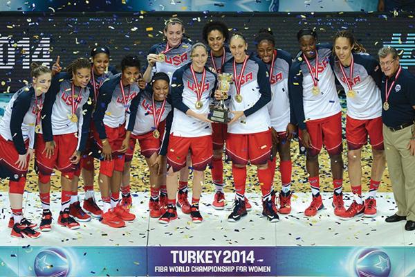 美国女篮夺冠合影