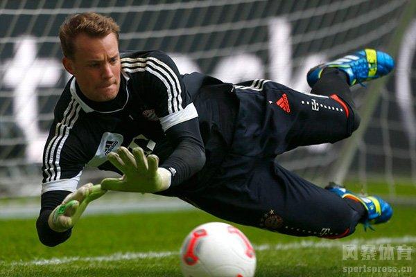 诺伊尔现在仍然是德国队的主力门将