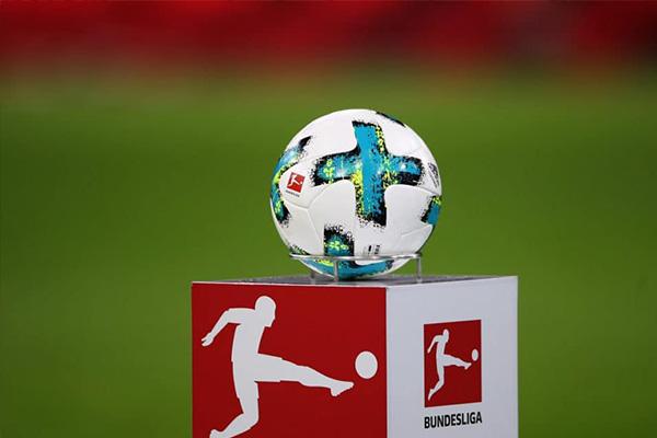 虽然德甲联赛重新开赛,对于球迷是一项盛事,但是仍然要注意卫生