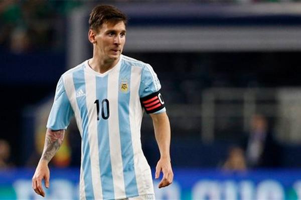 梅西该拿下一座美洲杯了,阿根廷该得到一项荣誉了,期待梅西能带领阿根廷拿下美洲杯