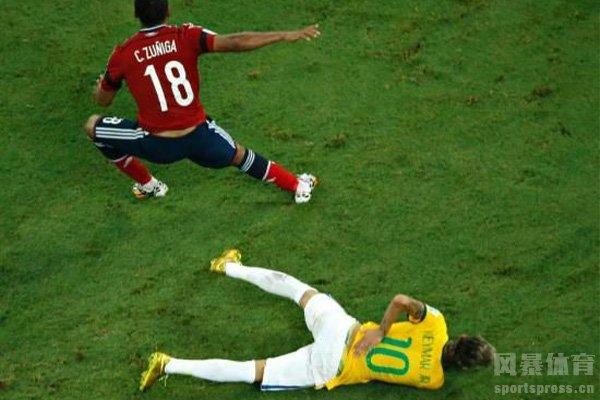 最严重的就是2014世界杯的脊椎骨折,差点断送职业生涯