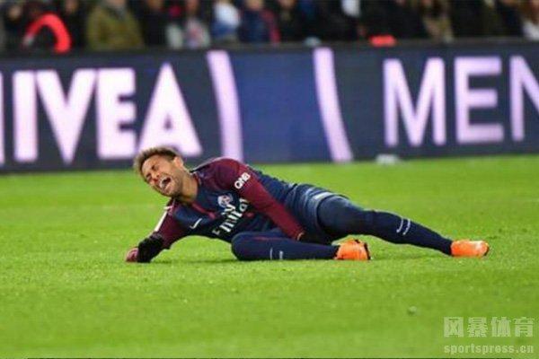 在巴黎效力期间也是遭到很多伤病