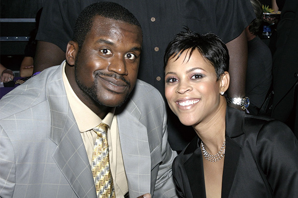 奥尼尔老婆是黑人吗?现在奥尼尔有老婆吗?
