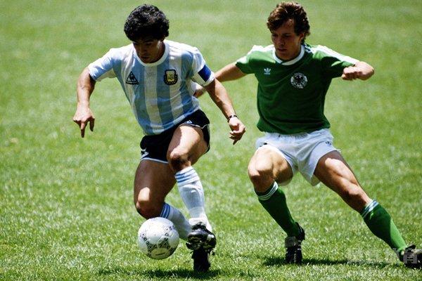 马拉多纳的身高并不影响他的足球技术