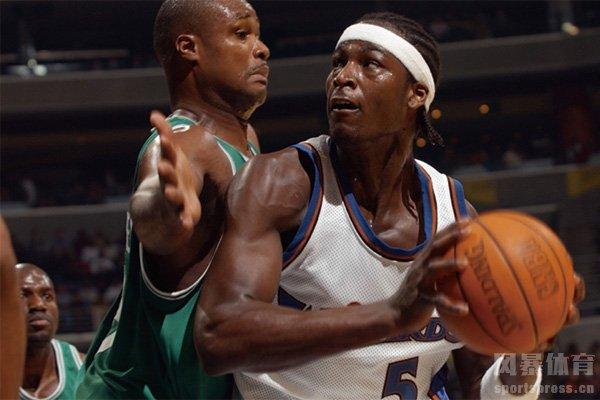 夸梅布朗曾是NBA历史最著名的状元