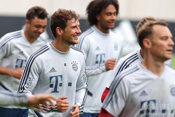德甲重启在即 拜仁球员训练备战氛围轻松