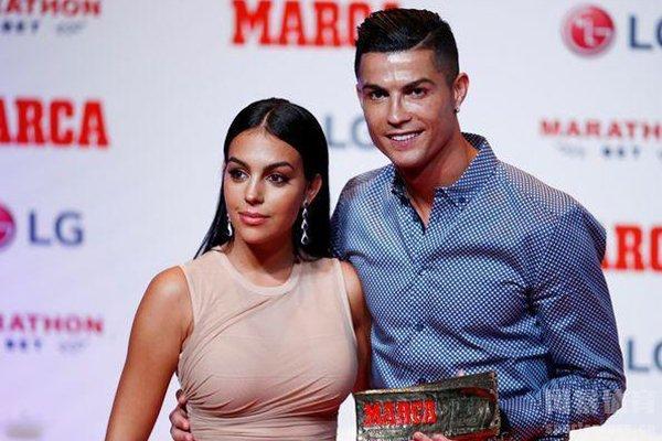 在2019年8月两人正式结婚