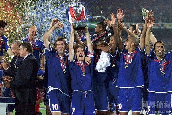 2000年欧洲杯冠军是谁?2000年欧洲杯决赛回顾
