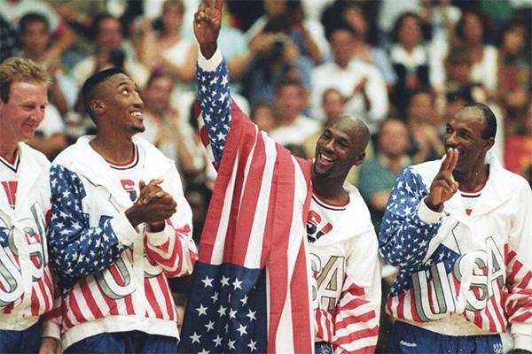 美国男篮梦之队获得奥运冠军