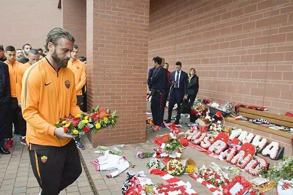 球员也纷纷纪念这些在球场逝去生命的球迷