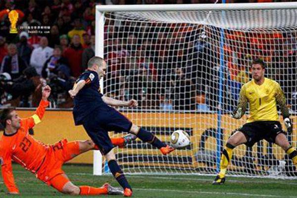 2010世界杯决赛奇迹时刻!小白上演致命绝杀!