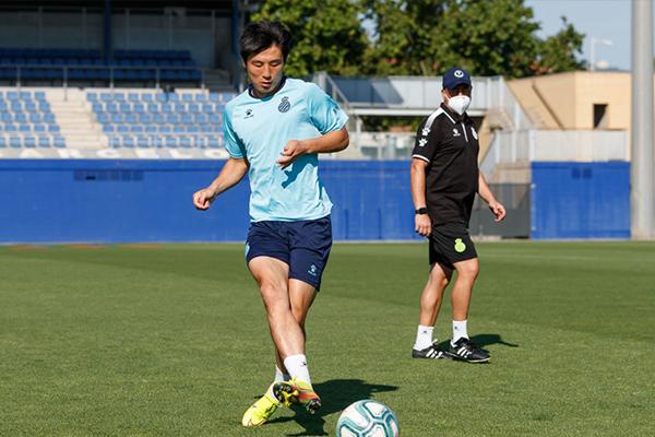 目前为止武磊也恢复队内训练,现在的武磊身体状态完美,就是在寻找球感