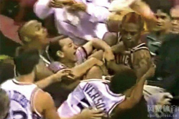 艾弗森打架视频 艾弗森和罗德曼打架视频