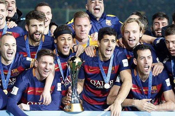 巴萨在14/15赛季获得五冠王的荣誉