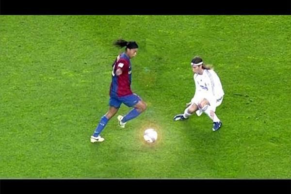 小罗是足球场上的足球精灵!盘点足球场上的小罗!