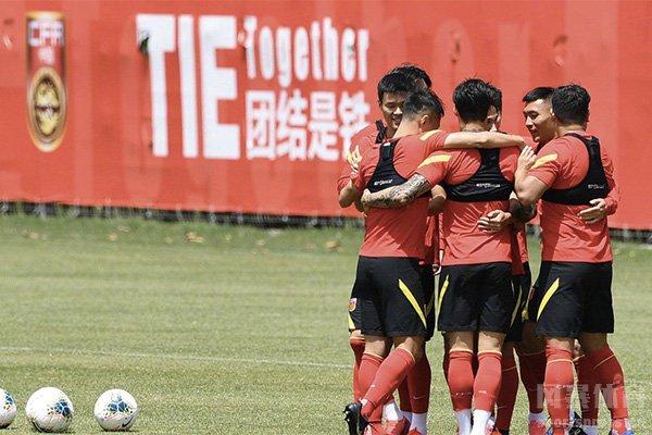 国足球员参加训练