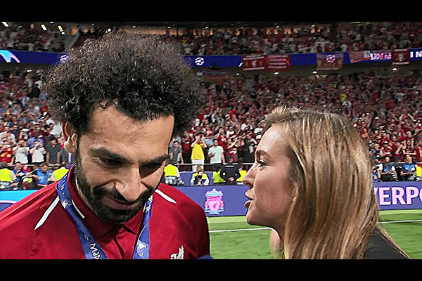 利物浦胜利后的安菲尔德!采访萨拉赫的感受!