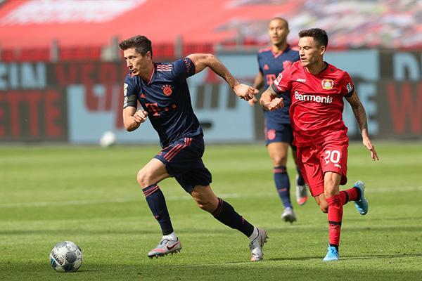 拜仁客场4比2击败勒沃库森 莱万再度取得进球