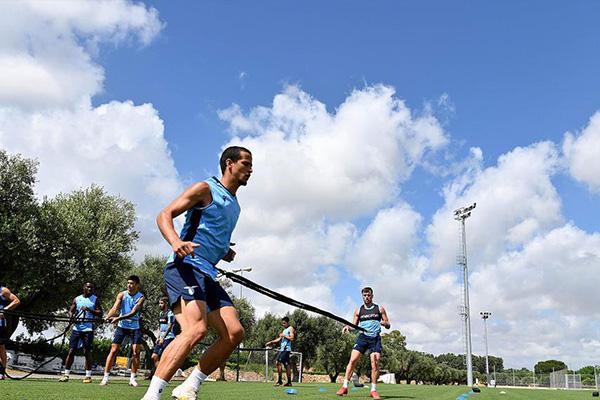 拉齐奥本赛季十分可能获得意甲冠军,拉齐奥在上赛季更是大破尤文