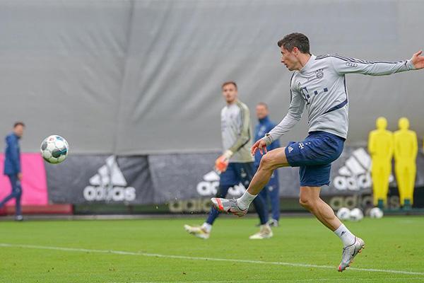 拜仁本赛季更是联赛、欧冠、德国杯表现十分强烈,本赛季可能实现三冠王