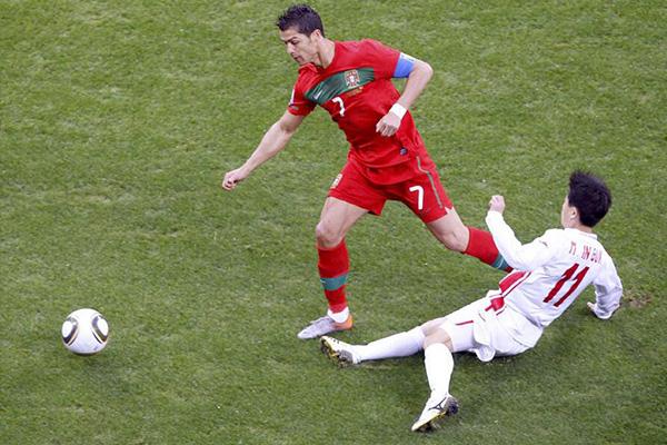 回顾2010世界杯,那时候的C罗和梅西就已经十分有名气了