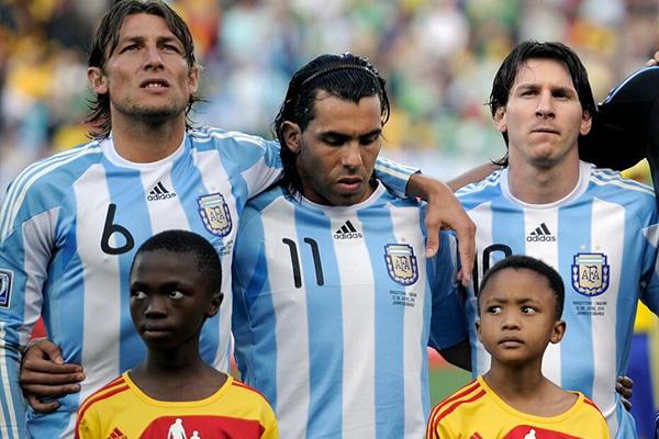 那时梅西在阿根廷就已经有着十足的领袖风范