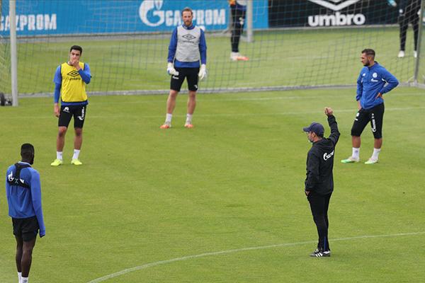 德甲球队沙尔克训练备战 沙尔克急需恢复战力