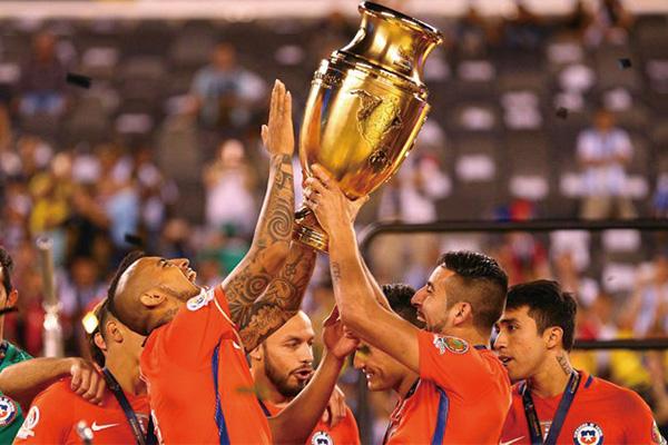 智利队赢得百年美洲杯冠军