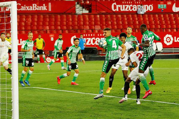 本赛季西甲联赛重新启动第一轮,塞维利亚2比0击败皇家贝蒂斯