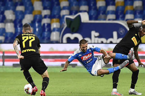 那不勒斯在意杯半决赛次回合比分1比1,两回合2比1击败国际米兰晋级决赛