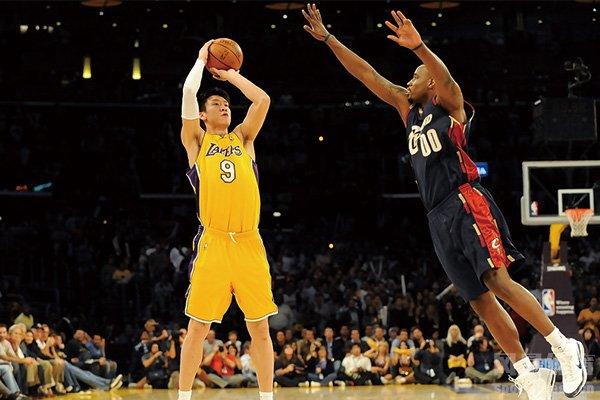孙悦在NBA投篮
