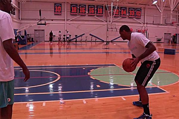 安东尼低位脚步训练视频 安东尼拜师奥拉朱旺脚步训练