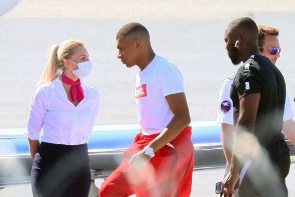 姆巴佩回摩纳哥度假 目前法甲球队没有比赛