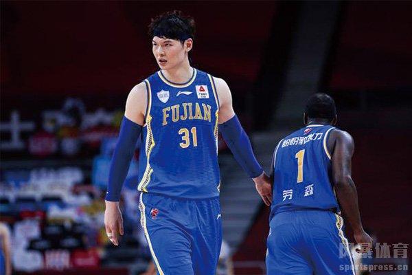 CBA复赛王哲林37分15篮板制霸内线 王哲林集锦