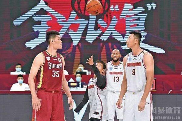 独臂篮球少年CBA复赛为易建联跳球视频