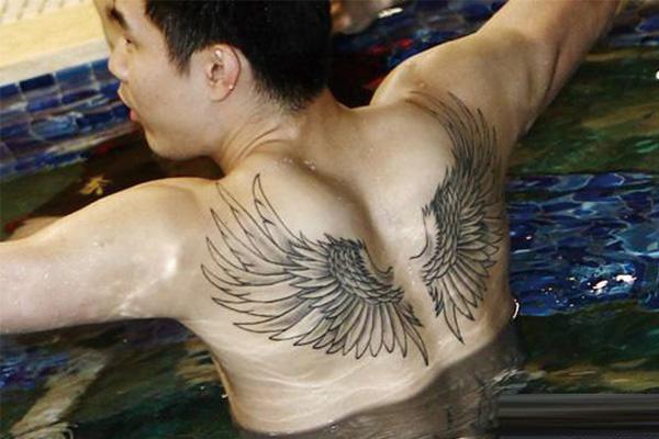 王仕鹏纹身图片