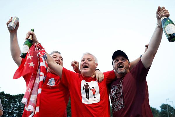 利物浦夺冠后的庆祝 球迷已经等了太长时间