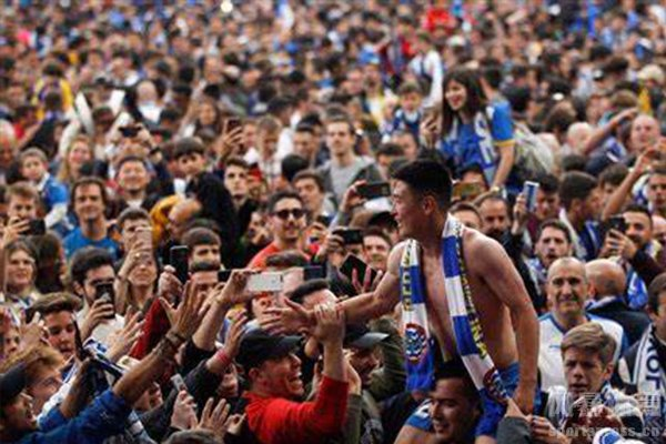 武磊也曾征服了西班牙人的球迷