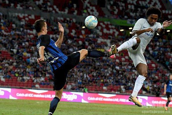 在09/10欧冠赛季中,国际米兰淘汰赛双杀切尔西