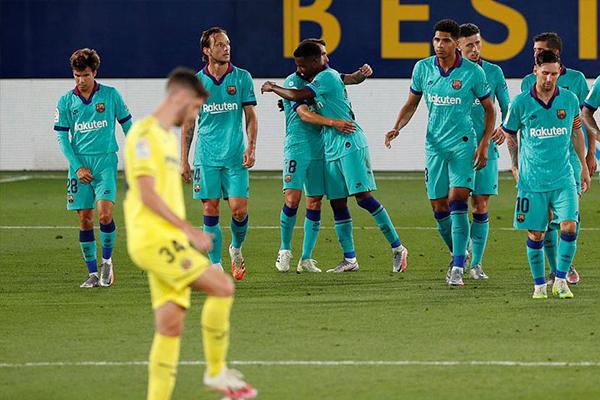 西甲联赛第34回合,巴萨客场4比1击败比利亚雷亚尔