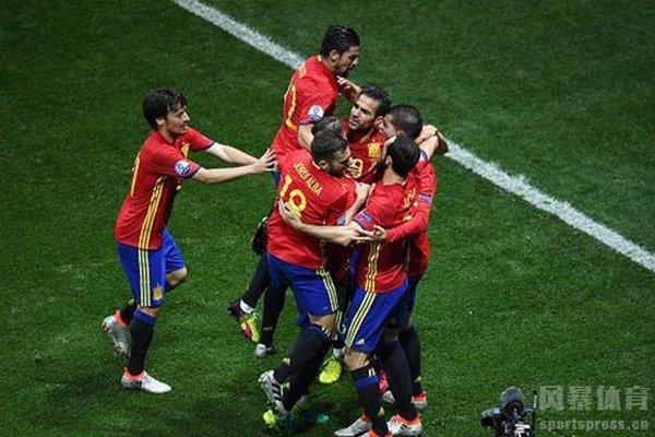 西班牙阵容实力强大,在当时比得上任何欧洲豪门球队