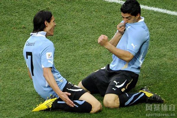 目前的乌拉圭锋线还是由苏神和卡瓦尼组成