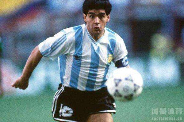 马拉多纳在阿根廷的历史上是当之无愧的球王